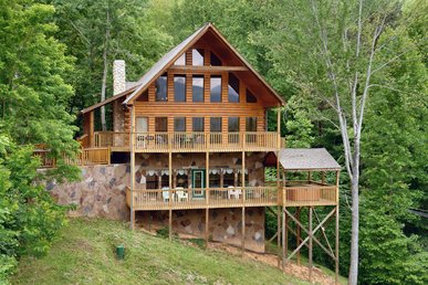 5 Bedroom Smoky Mountain Cabin with Hot Tub, Close to Downtown Gatlinburg