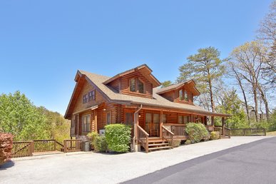 Smoky Bear 280, 2 bedroom Pigeon Forge Log Townhouse Close to Dollywood