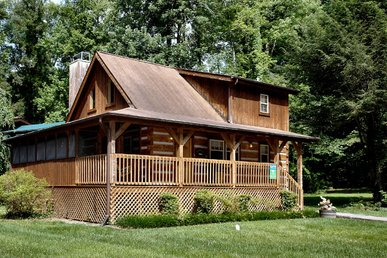 2 Bedroom Cabin Within Walking Distance to Downtown Gatlinburg and Trolley