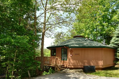2 Bedroom Smoky Mountain Chalet With Hot Tub, Close To Downtown Gatlinburg