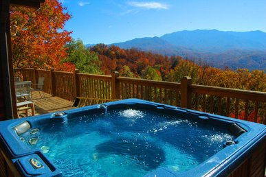 6 Bedroom Mountain View Cabin with Hot Tub, Pool Table, Close to Downtown