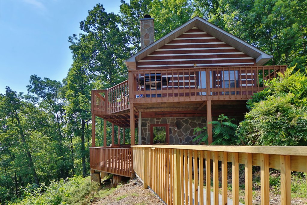 Photo of a Pigeon Forge Cabin named Smoky View On The Rocks - This is the first photo in the set.
