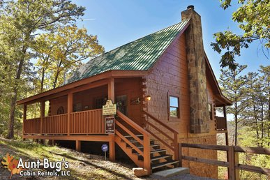 2 Bedroom, 2 Bathroom Log Cabin With Beautiful Mountain Views And Game Room