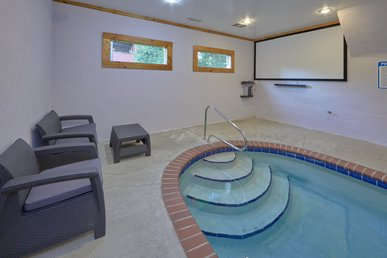 4 Bedroom wiht Private Indoor Heated Pool