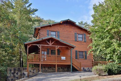 This gorgeous five bedroom cabin, will suit your entire group.