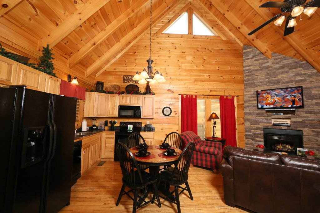 Photo of a Pigeon Forge Cabin named Arden Hill - This is the twenty-ninth photo in the set.