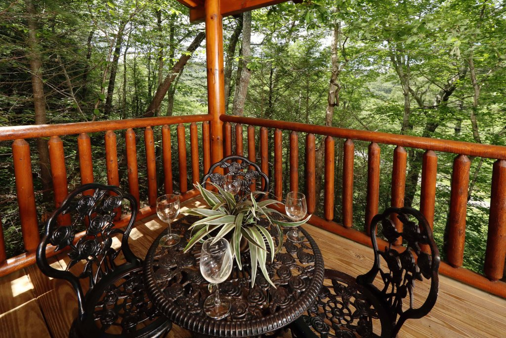 Photo of a Pigeon Forge Cabin named Around The Mountain - This is the third photo in the set.