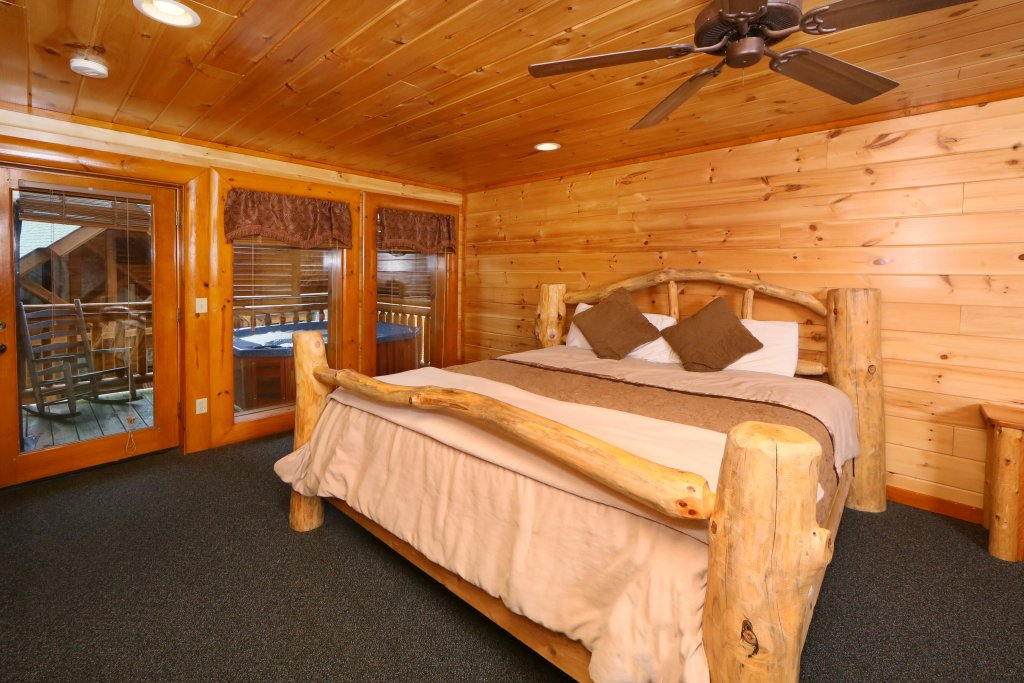 Photo of a Pigeon Forge Cabin named Smoky Mountain Cinema - This is the nineteenth photo in the set.