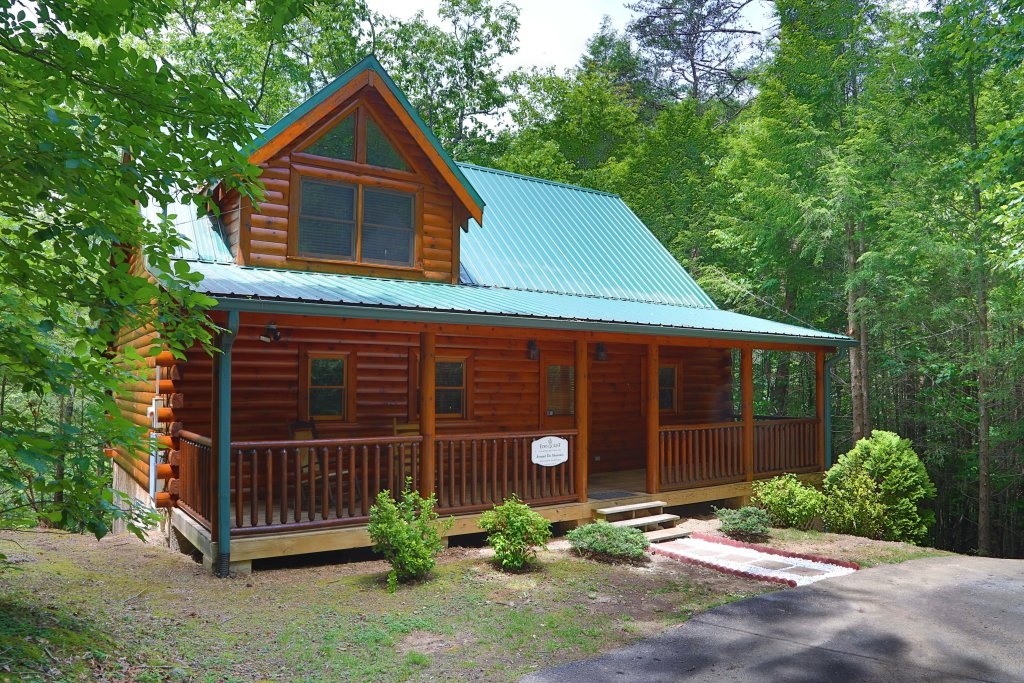 Photo of a Pigeon Forge Cabin named Around The Mountain - This is the first photo in the set.