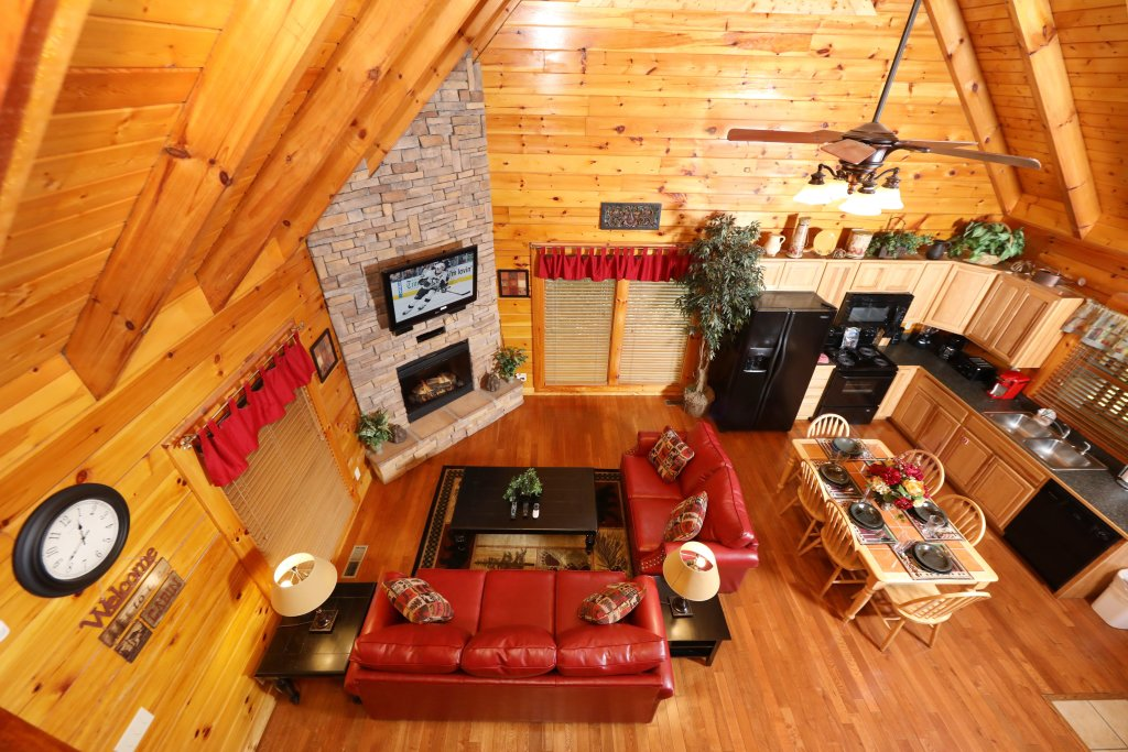 Photo of a Pigeon Forge Cabin named Around The Mountain - This is the sixth photo in the set.