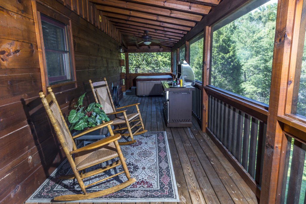 Photo of a Pigeon Forge Cabin named Owlpine Lodge - This is the twelfth photo in the set.
