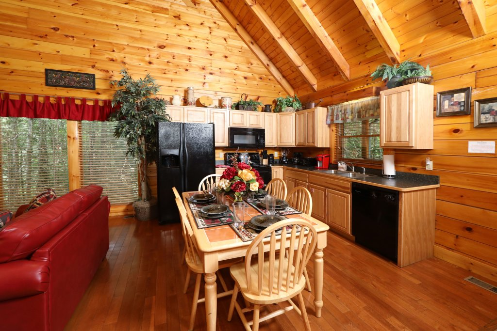 Photo of a Pigeon Forge Cabin named Around The Mountain - This is the twenty-second photo in the set.