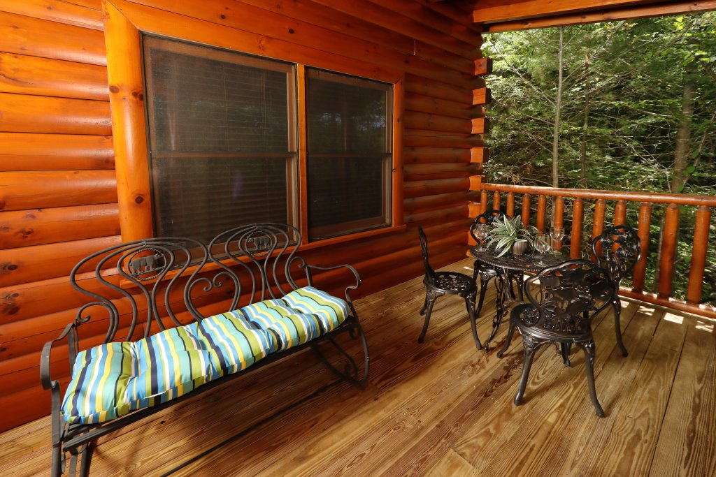 Photo of a Pigeon Forge Cabin named Around The Mountain - This is the thirty-second photo in the set.