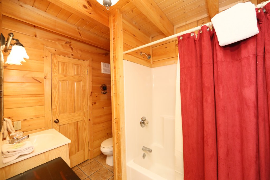 Photo of a Pigeon Forge Cabin named Sweet Surrender - This is the fifteenth photo in the set.