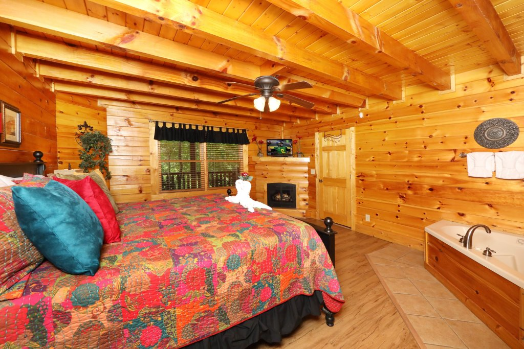 Photo of a Pigeon Forge Cabin named Around The Mountain - This is the tenth photo in the set.