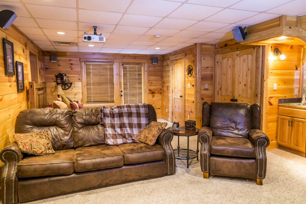 Photo of a Pigeon Forge Cabin named Owlpine Lodge - This is the twenty-third photo in the set.