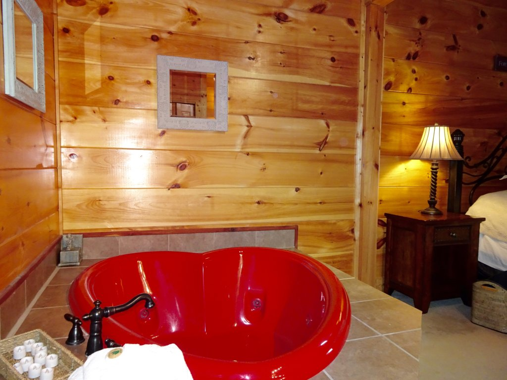 Photo of a Sevierville Cabin named Skinny Dippin - This is the tenth photo in the set.