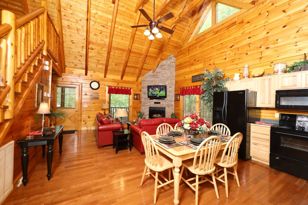 Photo of a Pigeon Forge Cabin named Around The Mountain - This is the seventeenth photo in the set.