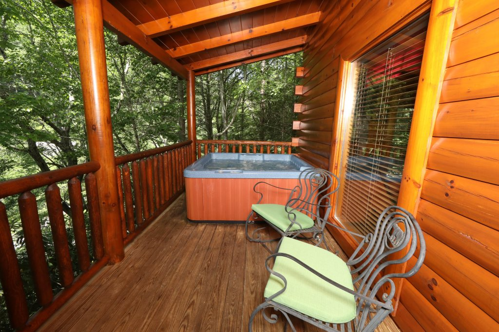 Photo of a Pigeon Forge Cabin named Around The Mountain - This is the thirtieth photo in the set.