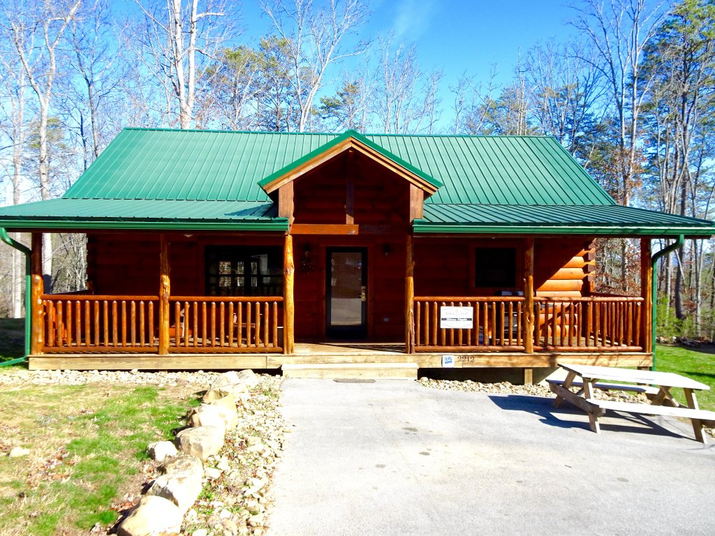 Photo of a Sevierville Cabin named Skinny Dippin - This is the first photo in the set.