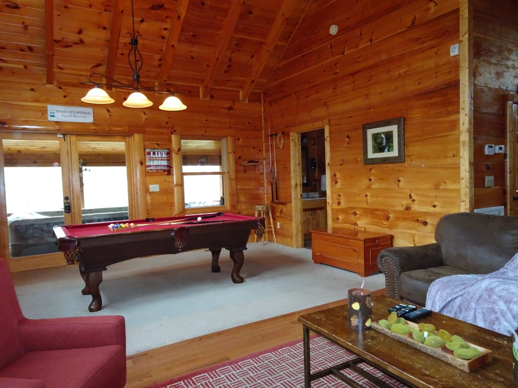 Photo of a Sevierville Cabin named Skinny Dippin - This is the fifteenth photo in the set.