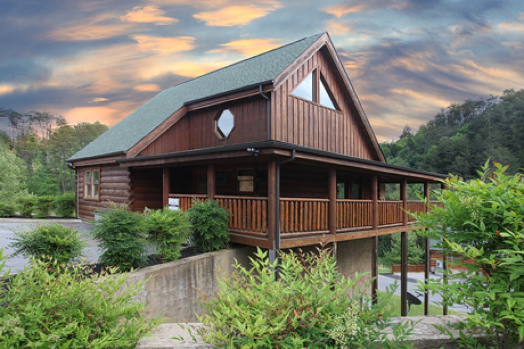Photo of a Pigeon Forge Cabin named Moose-behaving - This is the first photo in the set.