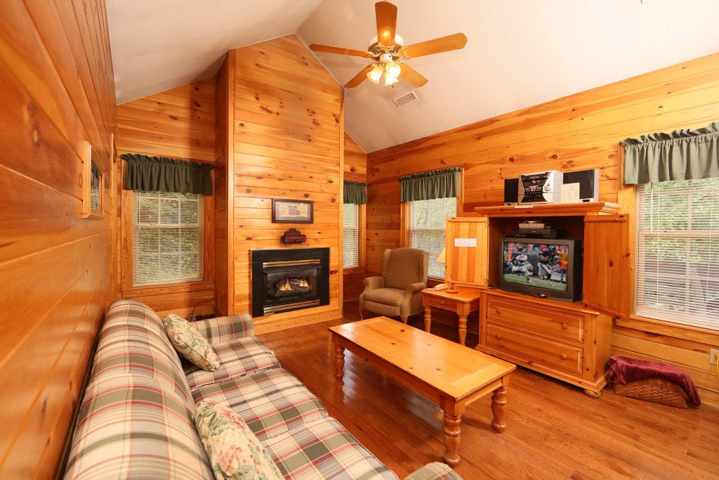 Photo of a Pigeon Forge Cabin named Apple Blossom (#10) - This is the sixth photo in the set.