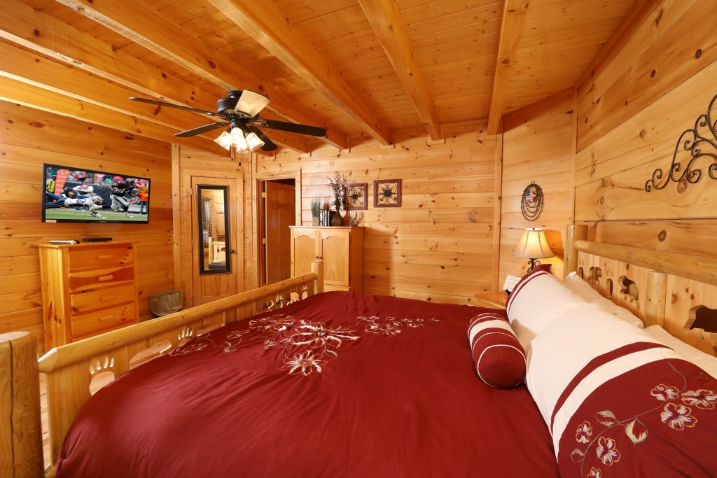 Photo of a Pigeon Forge Cabin named Amazing Grace - This is the nineteenth photo in the set.