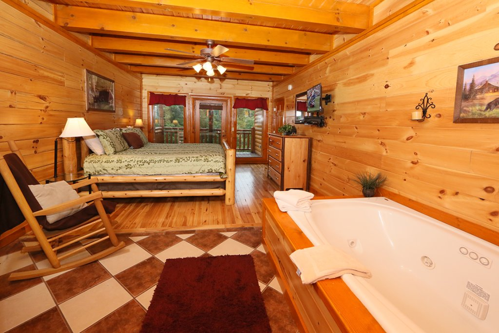 Photo of a Pigeon Forge Cabin named Mountain Movie Inn - This is the twenty-fifth photo in the set.