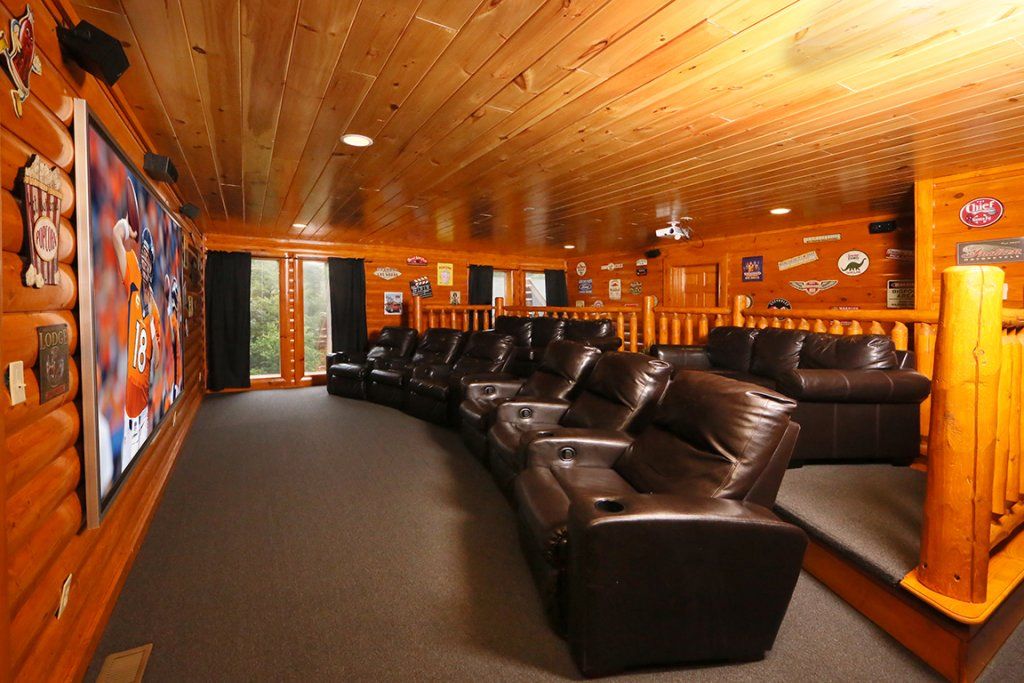 Photo of a Pigeon Forge Cabin named Mountain Movie Inn - This is the twelfth photo in the set.