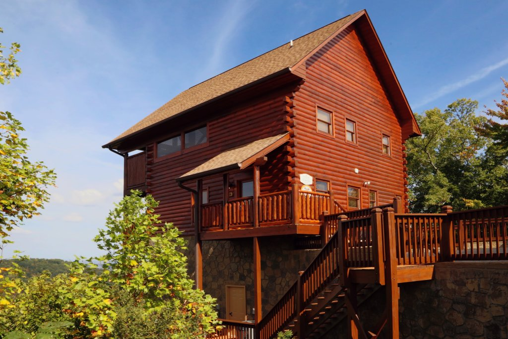 Photo of a Pigeon Forge Cabin named Chocolate Moose - This is the first photo in the set.