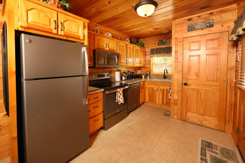 Photo of a Pigeon Forge Cabin named Chocolate Moose - This is the twenty-ninth photo in the set.