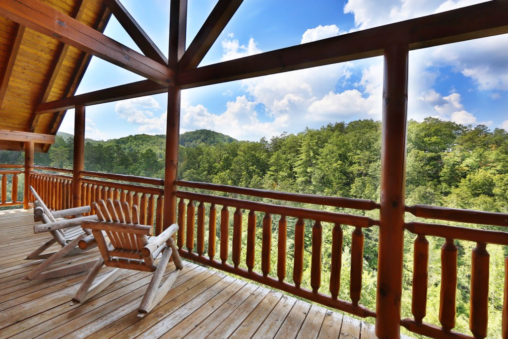 Photo of a Pigeon Forge Cabin named Family Valley Lodge - This is the third photo in the set.