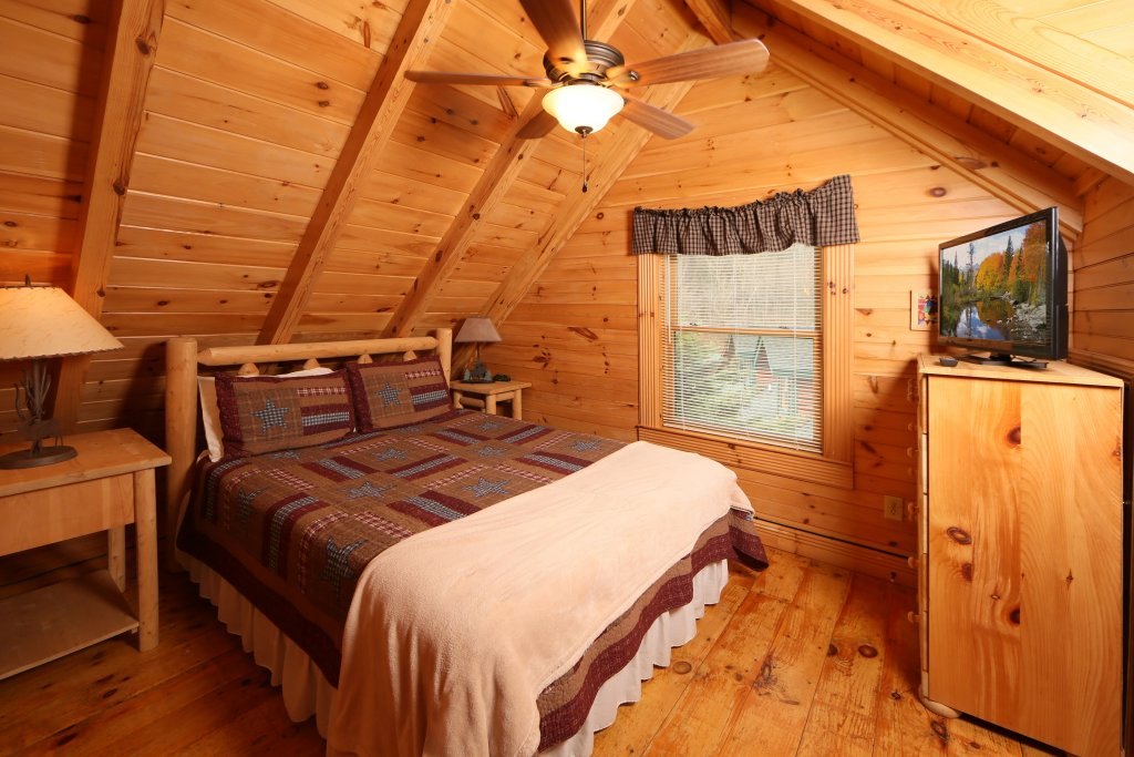 Photo of a Pigeon Forge Cabin named A Great Smoky Hideaway - This is the ninth photo in the set.