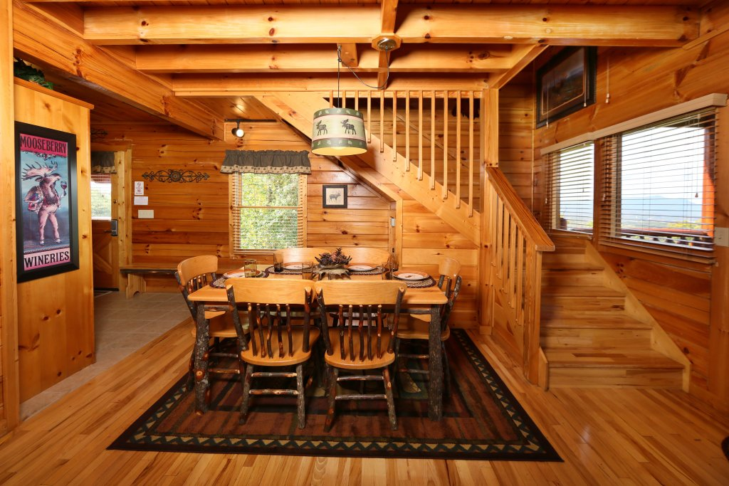 Photo of a Pigeon Forge Cabin named Chocolate Moose - This is the twenty-eighth photo in the set.