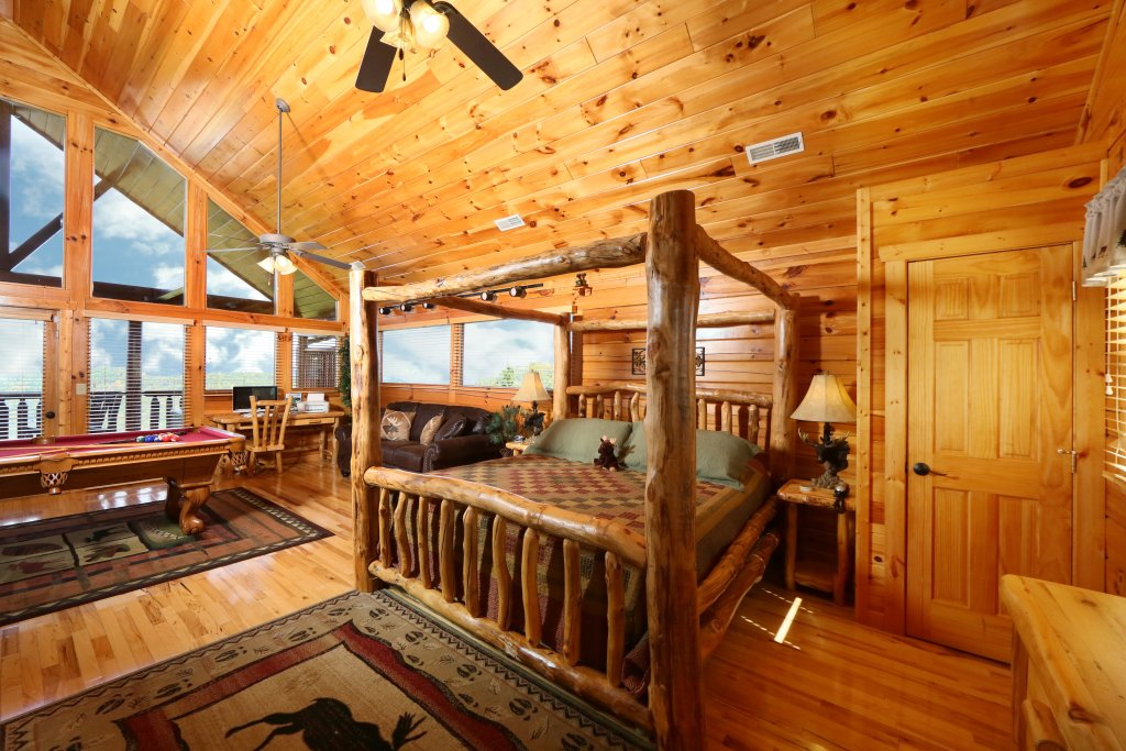 Photo of a Pigeon Forge Cabin named Chocolate Moose - This is the twenty-third photo in the set.