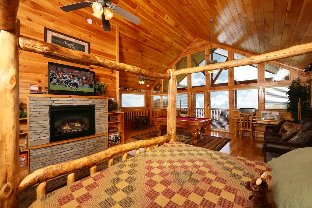 Photo of a Pigeon Forge Cabin named Chocolate Moose - This is the twenty-second photo in the set.