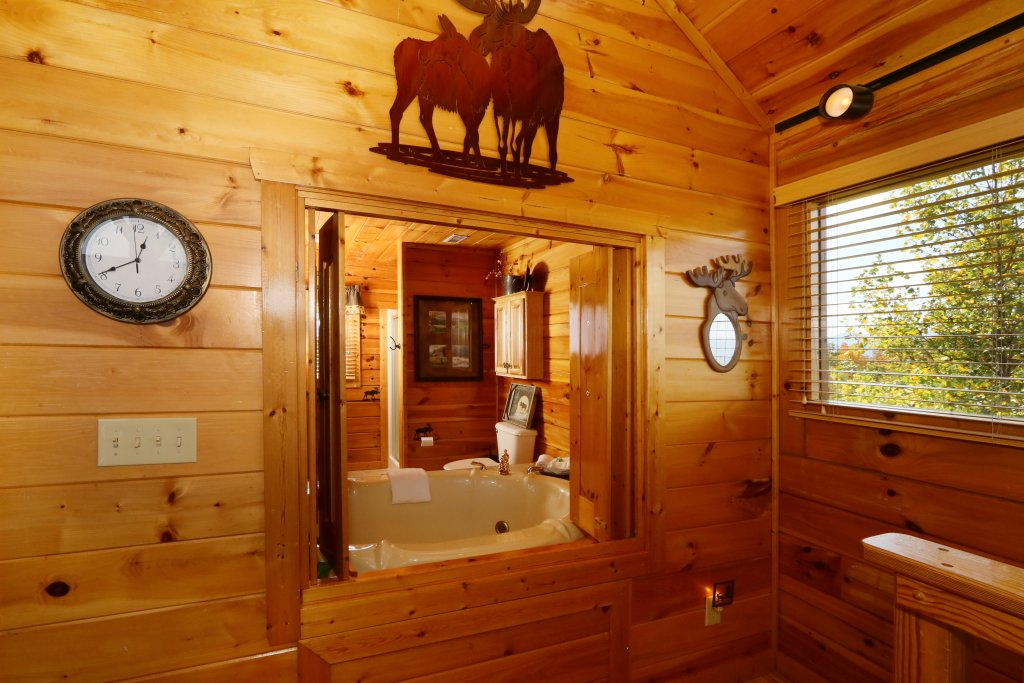 Photo of a Pigeon Forge Cabin named Chocolate Moose - This is the twenty-first photo in the set.