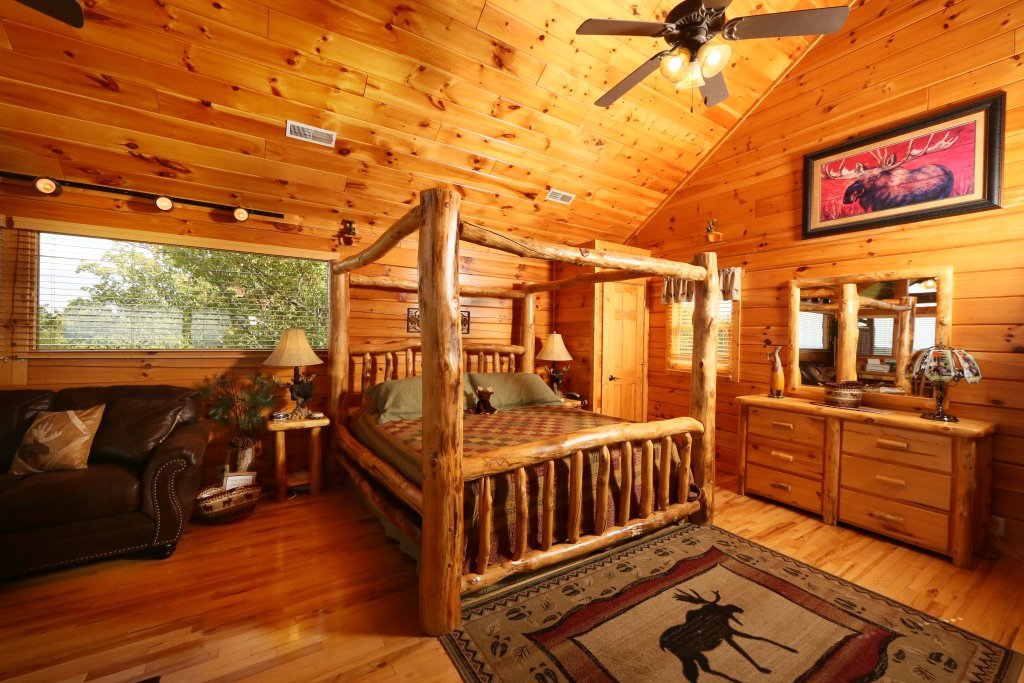 Photo of a Pigeon Forge Cabin named Chocolate Moose - This is the twenty-fourth photo in the set.