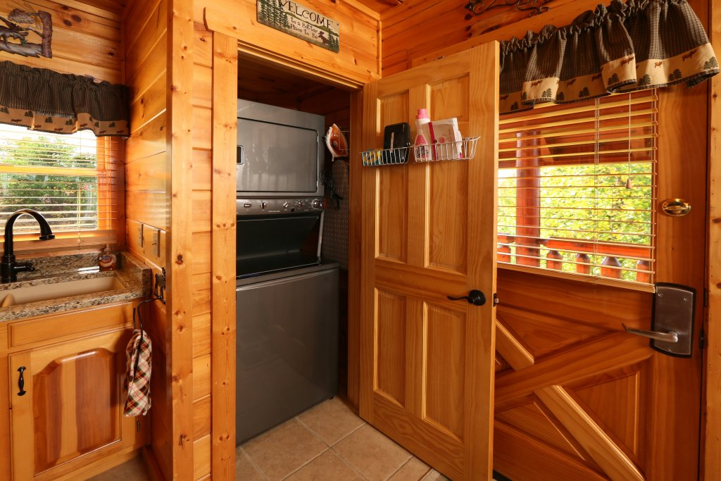 Photo of a Pigeon Forge Cabin named Chocolate Moose - This is the thirtieth photo in the set.