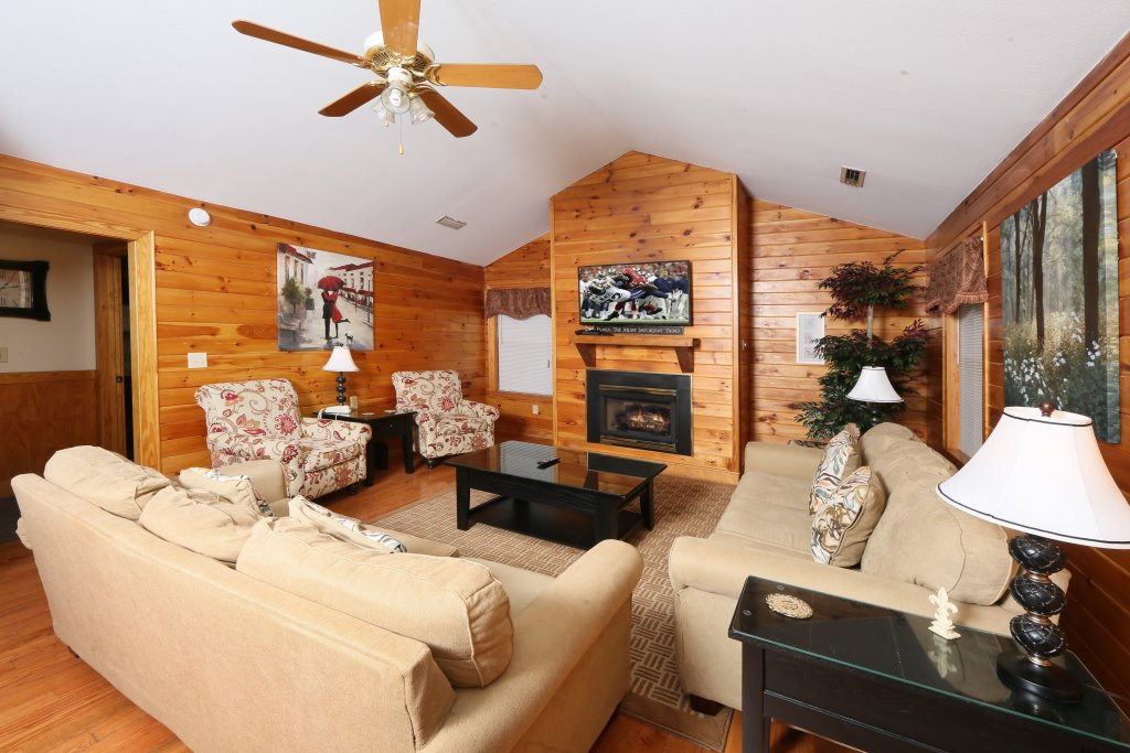 Photo of a Pigeon Forge Cabin named Wildwood Falls (#4) - This is the eighth photo in the set.