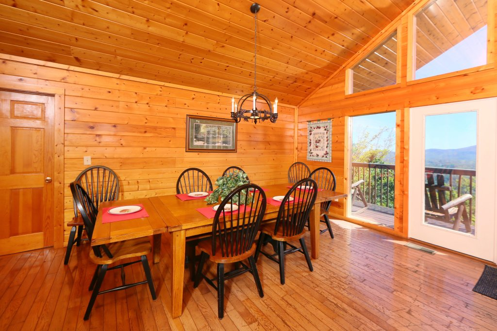 Photo of a Pigeon Forge Cabin named Majestic Views - This is the twenty-seventh photo in the set.