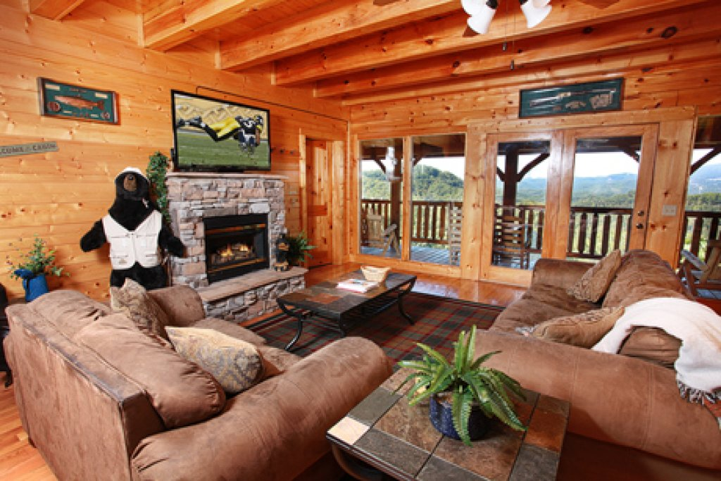 Photo of a Pigeon Forge Cabin named Hullabaloo - This is the sixth photo in the set.