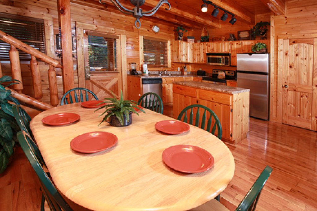 Photo of a Pigeon Forge Cabin named Hullabaloo - This is the eleventh photo in the set.