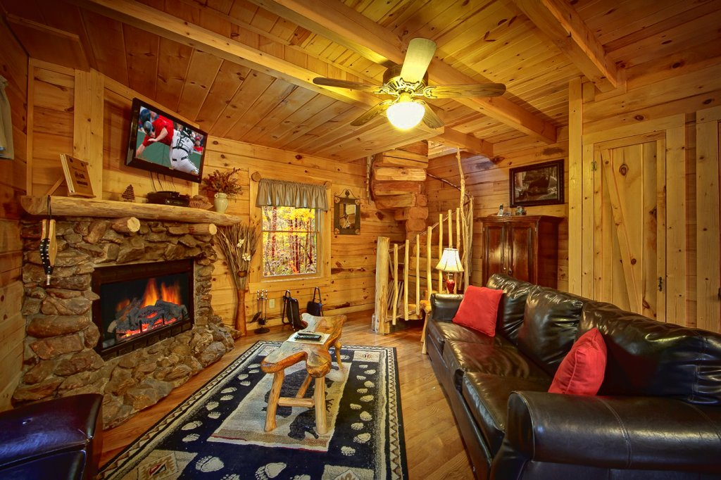 Photo of a Pigeon Forge Cabin named Creekside Hideaway - This is the eighth photo in the set.