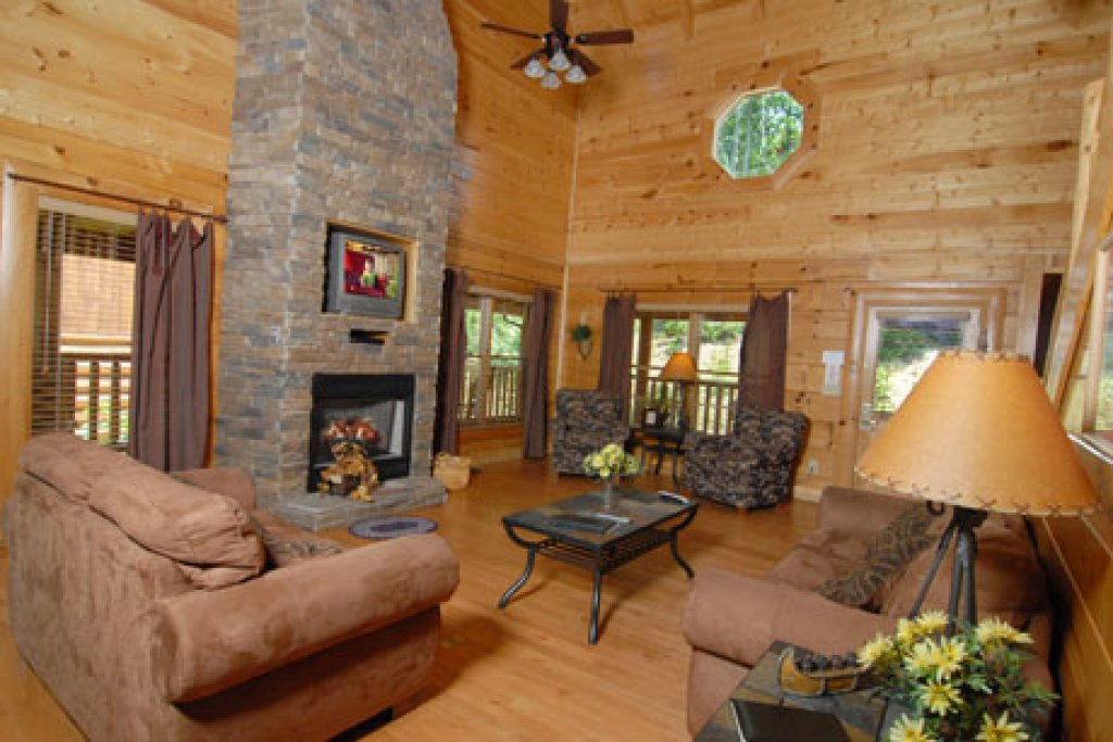 Photo of a Pigeon Forge Cabin named Echoes Of Eden - This is the seventh photo in the set.