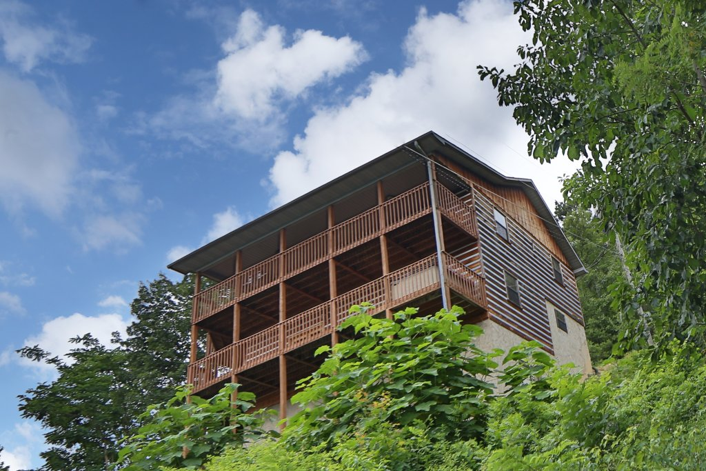 Photo of a Pigeon Forge Cabin named Smoky View With A Twist - This is the first photo in the set.