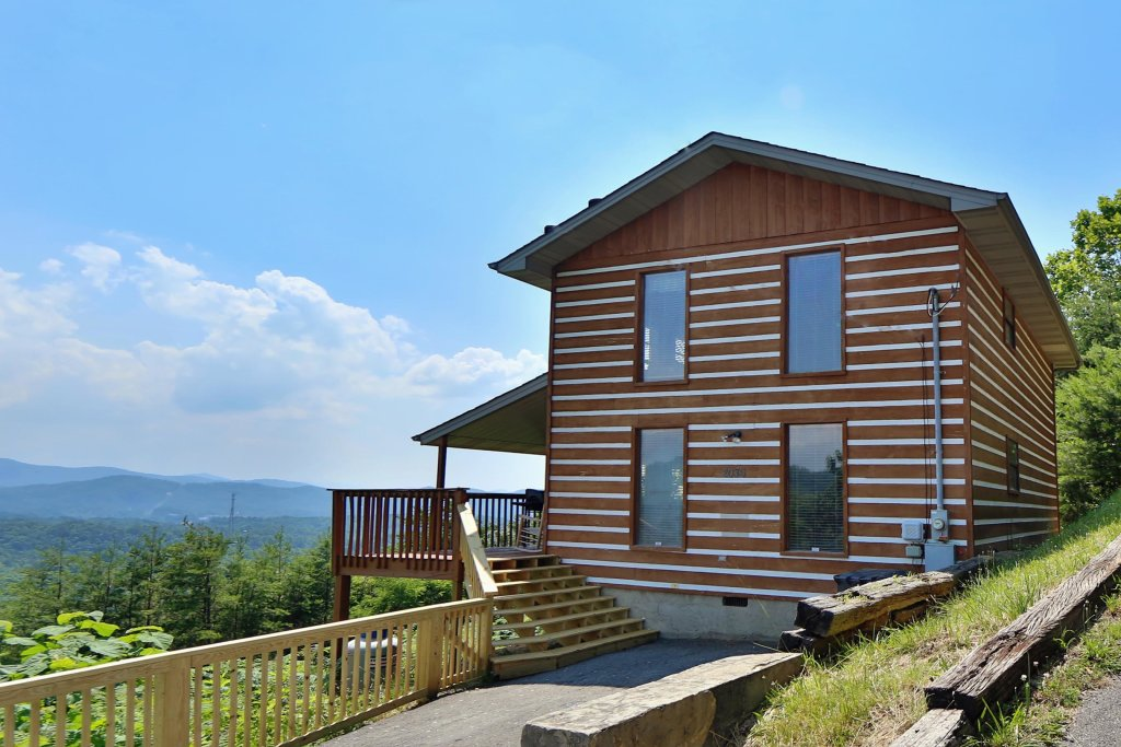 Photo of a Pigeon Forge Cabin named Smoky View Straight Up - This is the first photo in the set.