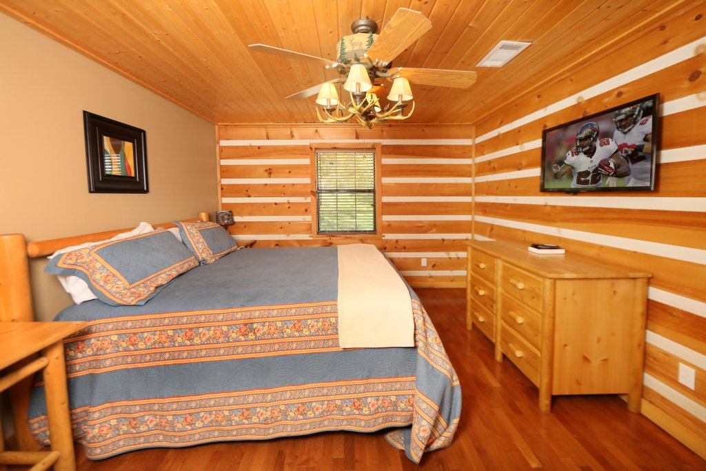 Photo of a Pigeon Forge Cabin named Smoky View With A Twist - This is the fifteenth photo in the set.