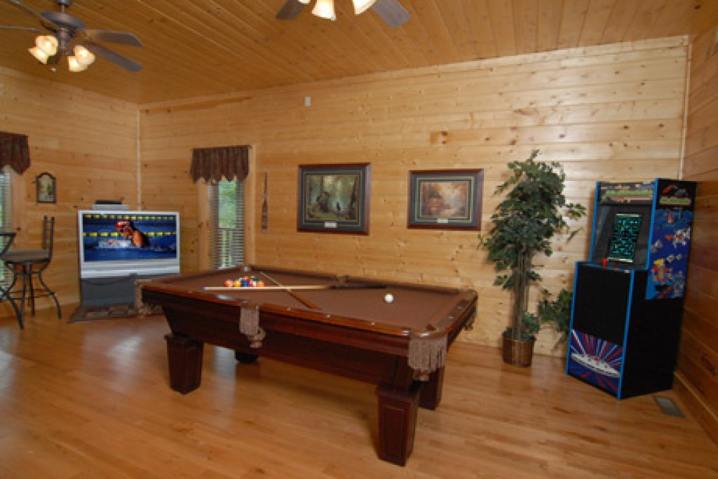 Photo of a Pigeon Forge Cabin named Echoes Of Eden - This is the ninth photo in the set.